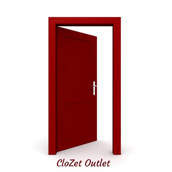 LyricalGenes Helps Launch New Online Thrift Store, CloZet Outet