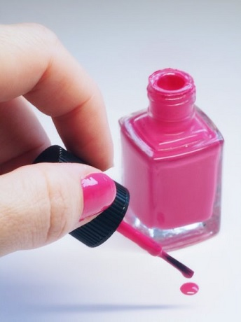 EU Restricts Two Substances Used in Nail Products